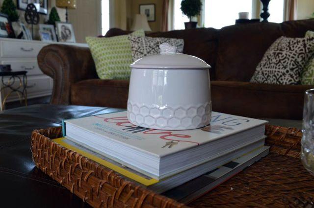 bee-jug-livingroom-web-