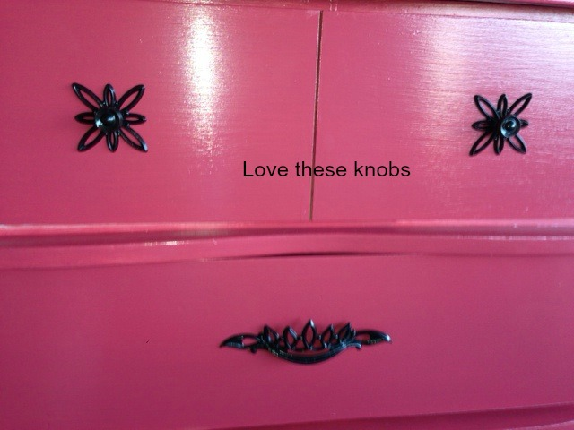 close up 50's dresser painted knobs2