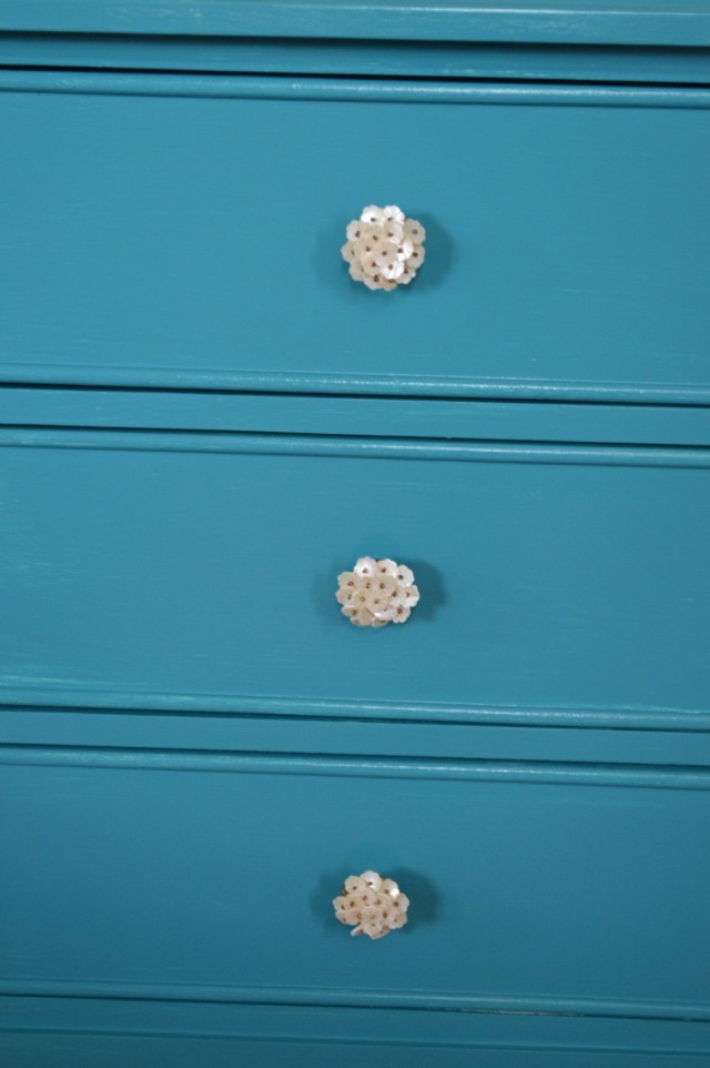 Flower knobs on foyer table