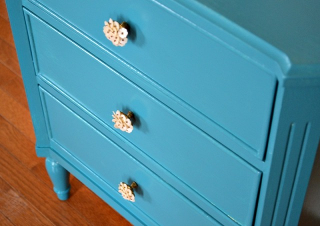 Front table w knobs web