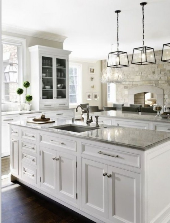 white-kitchen-with-3-pendant-lights-550x720