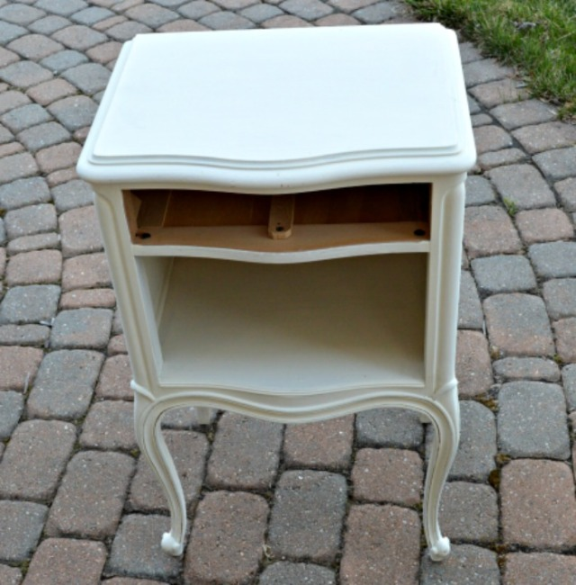 The side table with journal white